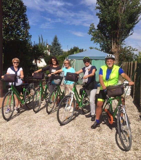gruppo persone biciclette