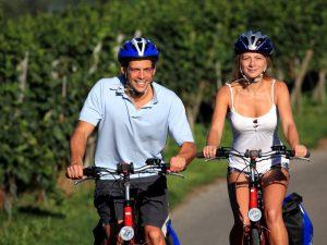 Lago di Costanza in bicicletta_ uomo e donna in bici