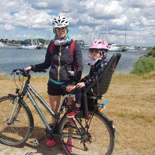mamma e bambini in bici in danimarca