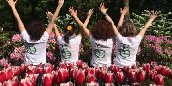 tour bici di gruppo ragazze tulipani