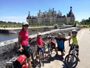 famiglia castelli della loira in bici