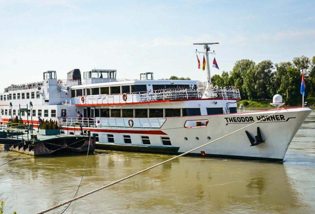 barca koerner ciclabile del danubio bici e vacanze