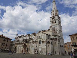 Duomo Modena: Bici e Vacanze
