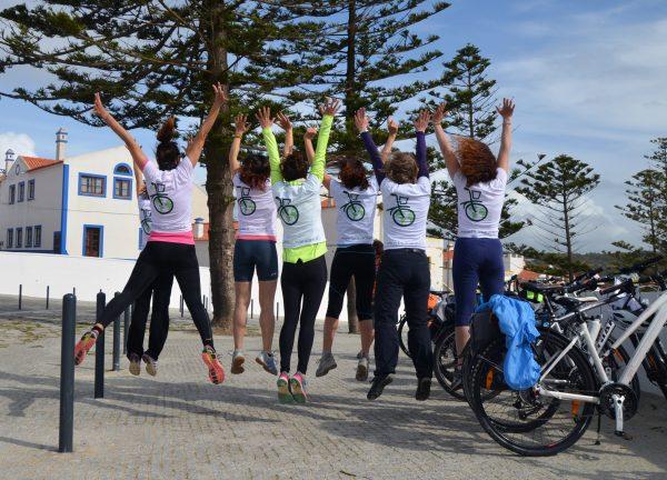 gruppo ragazze bicicletta