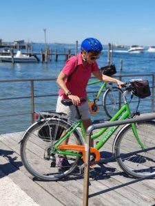 donna bicicletta laguna imbarco